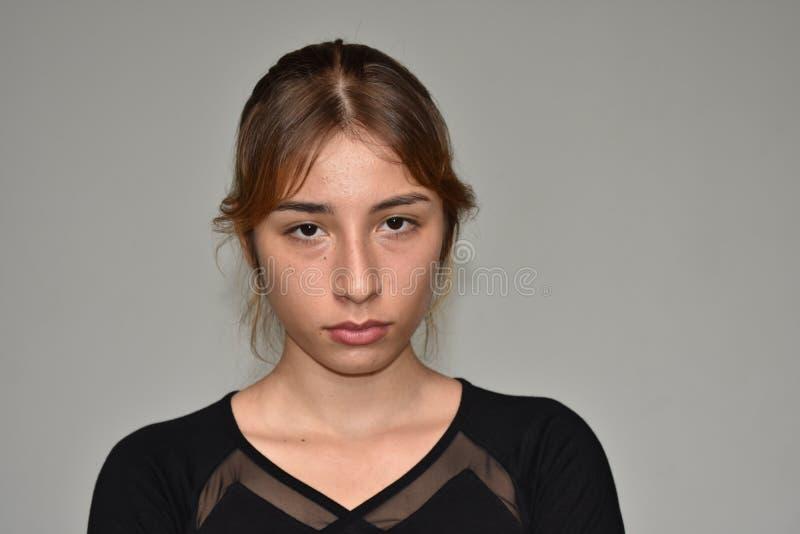 Femelle assez adolescente impassible images libres de droits