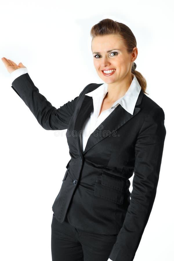 Femelle d'affaires présent quelque chose sur la main vide photo libre de droits