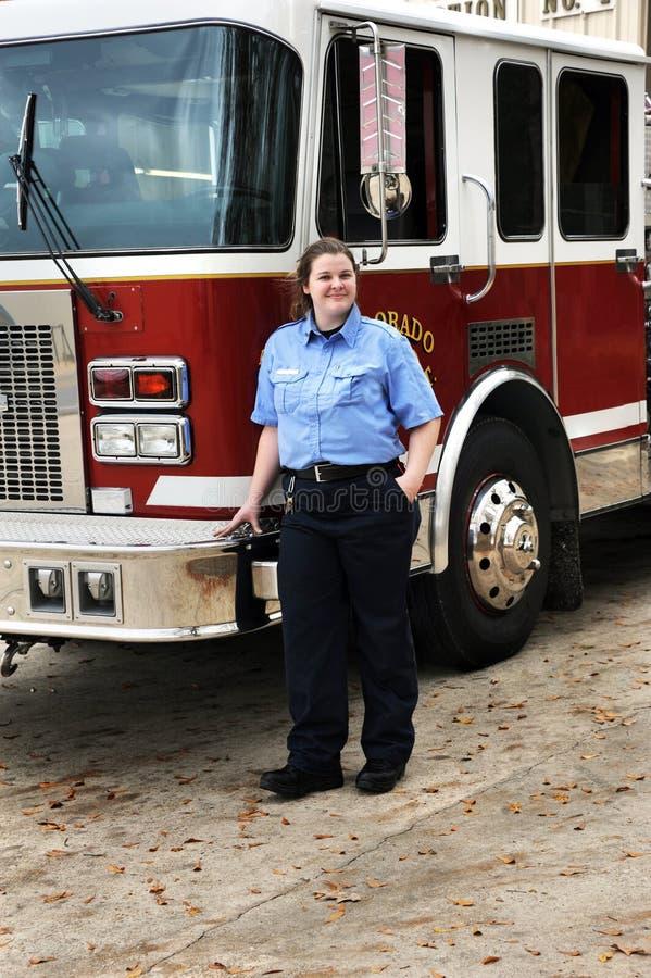 Femelle de lutte contre l'incendie photo libre de droits