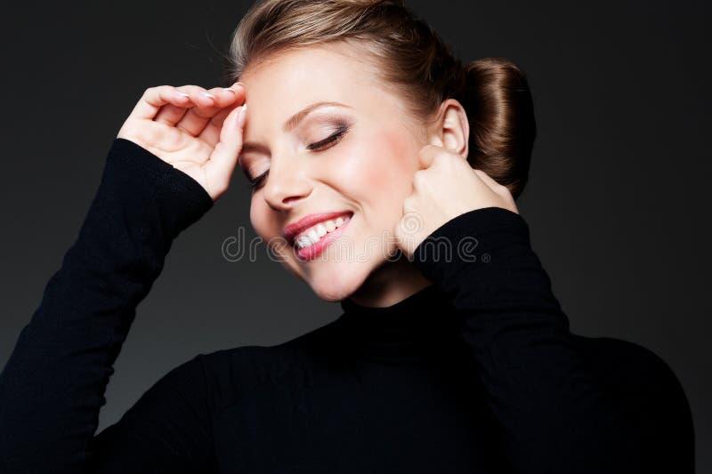 Femelle heureuse et de glamor photos stock