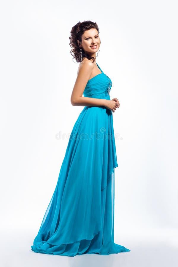 Femenino. Mujer feliz agraciada en alineada azul fotos de archivo libres de regalías