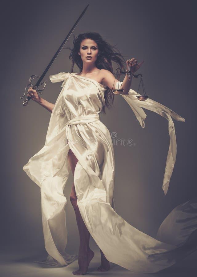 Femida, Göttin von Gerechtigkeit stockbilder