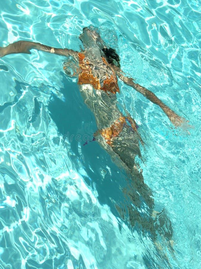 Feminidad subacuática imagenes de archivo