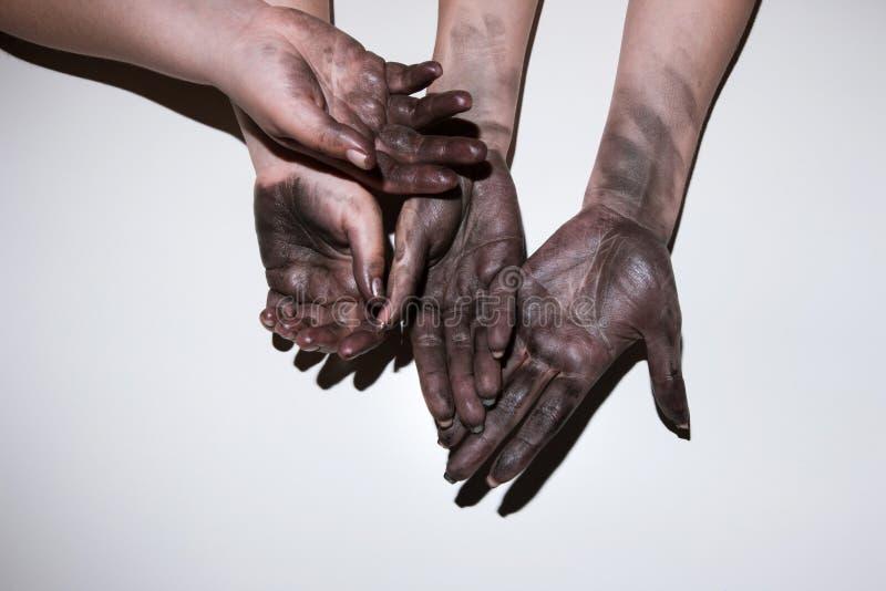 Feminismo duro de la emancipación del trabajo de la mujer de las manos sucias fotografía de archivo libre de regalías