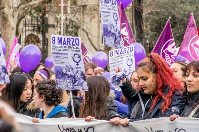 Feministisk demonstration på mars 8 arkivfoto