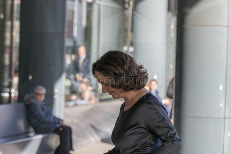 Femke Halsema an der Erinnerungszeremonie beim Concertgebouw in Amsterdam 27-10-2018 die Niederlande für den Tod von Wim Kok lizenzfreie stockbilder