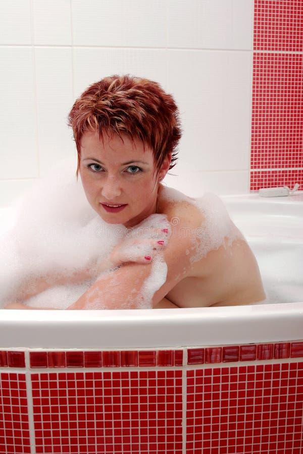 Femme à Bath de bulle images stock