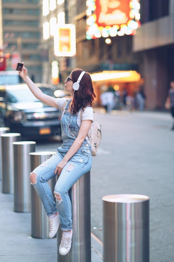 Femme à Manhattan photographie stock libre de droits