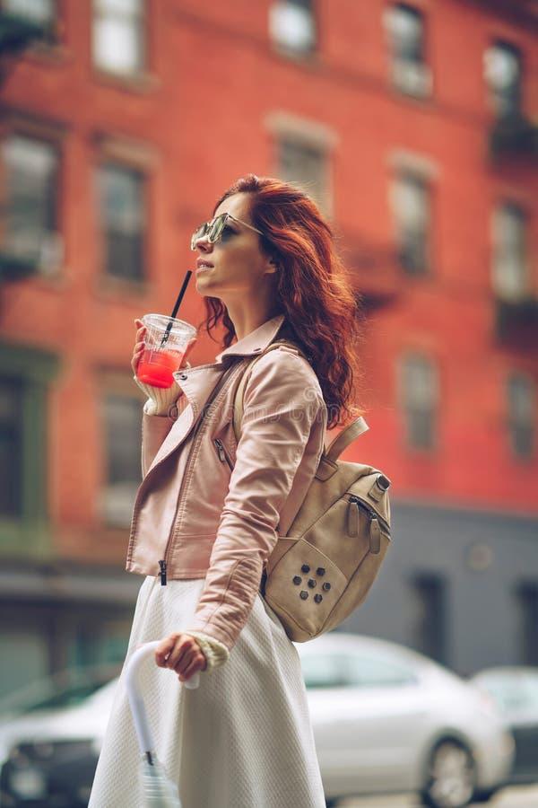 Femme à New York image libre de droits