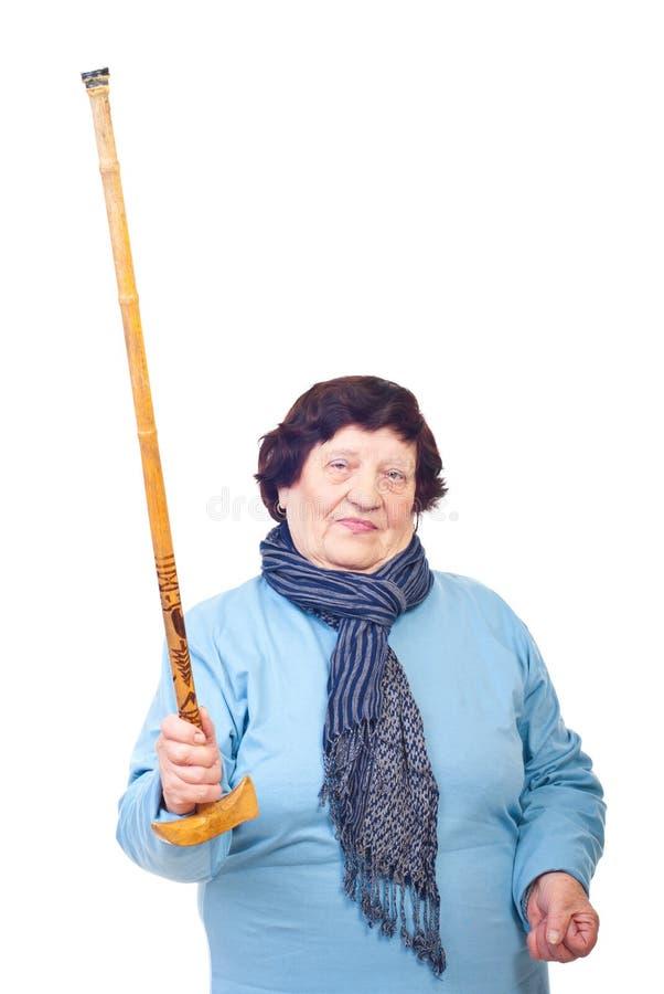 Femme âgée bouleversée affichant son bâton photos libres de droits