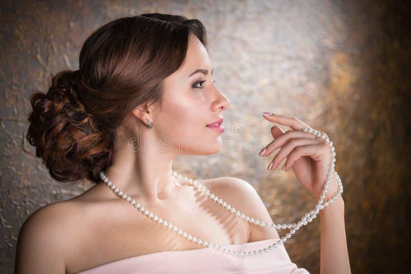 Femme élégant dans la robe de soirée photo stock