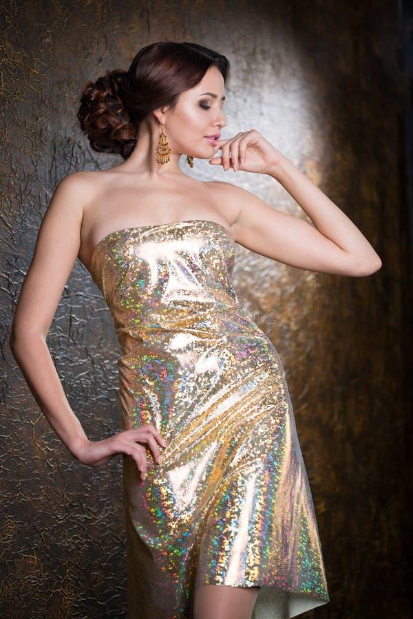 Femme élégant dans la robe de soirée photographie stock