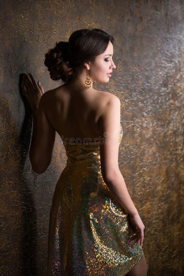 Femme élégant dans la robe de soirée images stock