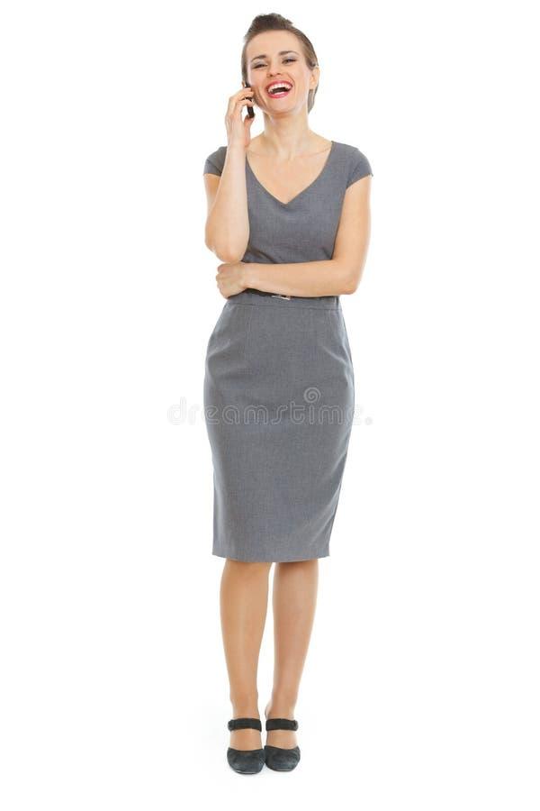 Femme élégant dans le téléphone parlant de robe images stock