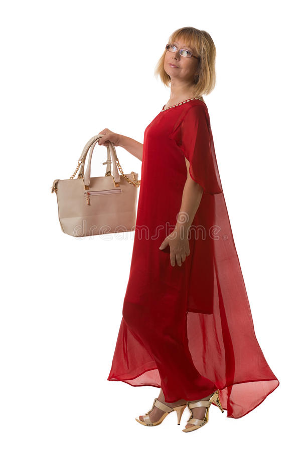 Femme élégante dans la robe rouge gardant le sac photo stock