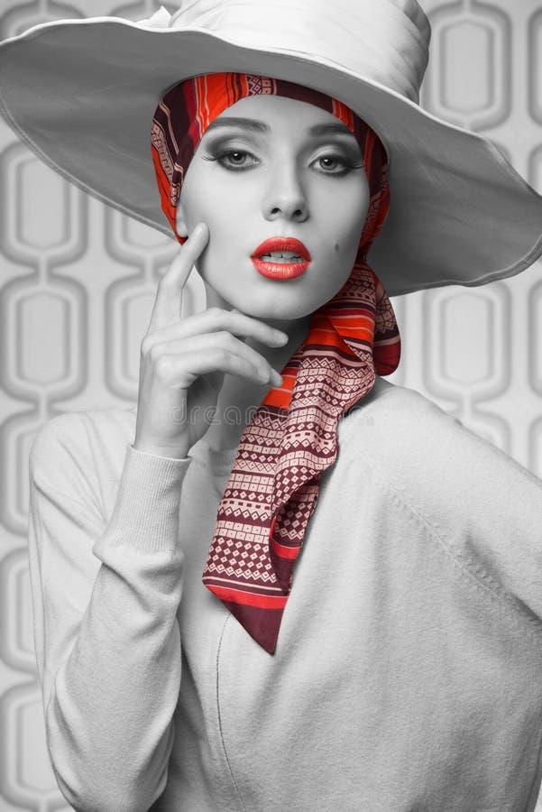 Femme élégante de Vogue dans BW photographie stock