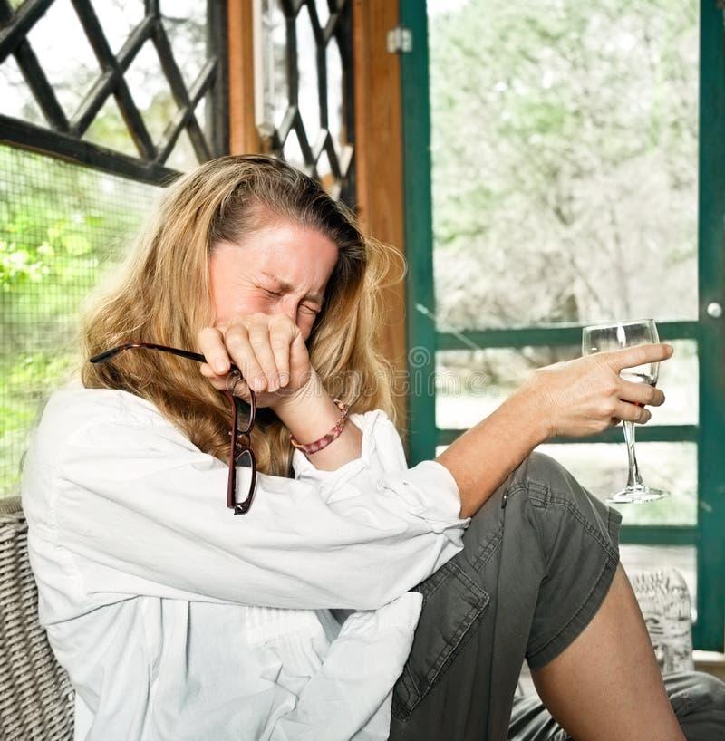 Femme émotif riant ou pleurant photo stock