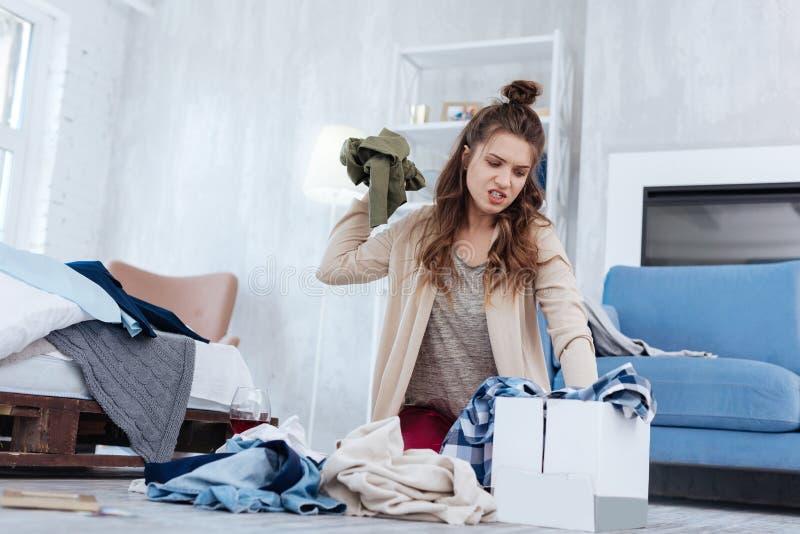 Femme émotive se sentant hysterique après divorce images libres de droits