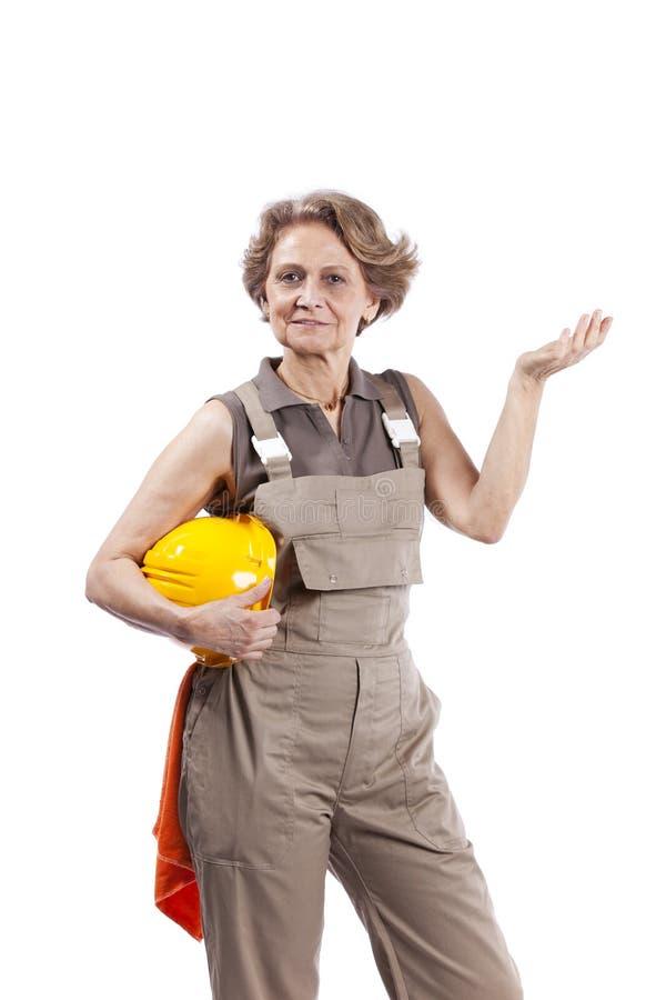 Femme aîné avec un chapeau de sécurité photos libres de droits
