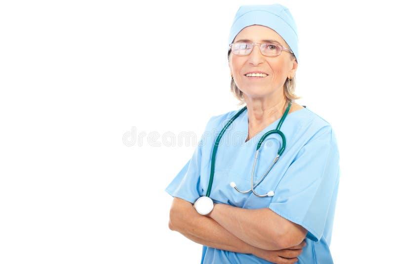 Femme aînée de chirurgien image stock