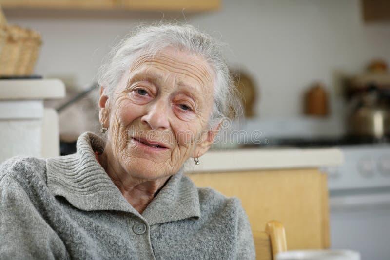 Femme aînée de sourire photos stock