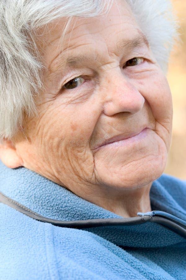 Femme aînée gaie photo stock