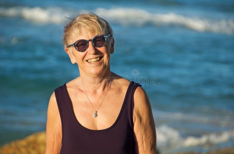 Femme aînée heureuse photo stock
