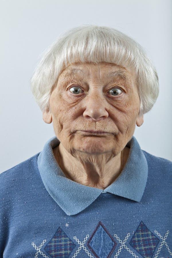 Femme aînée maladroite images stock