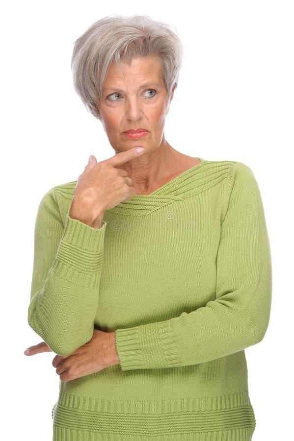 Femme aînée pensante photographie stock libre de droits