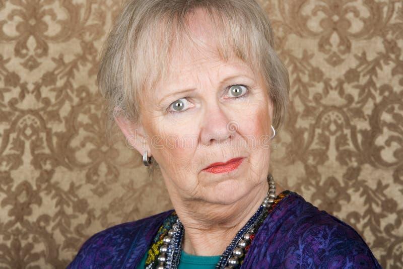 Femme aînée sceptique photo libre de droits