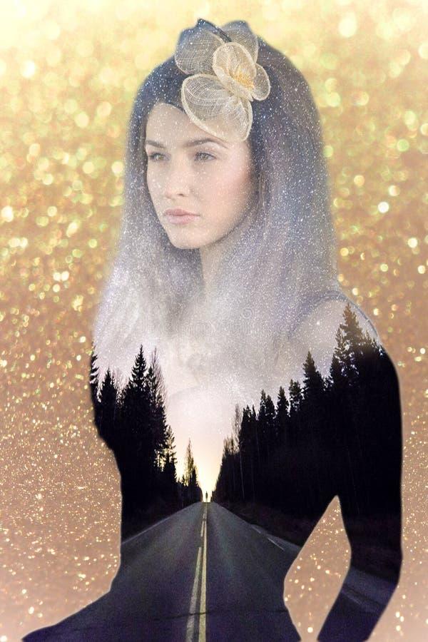Femme abstraite de portrait avec de l'or et la route à l'intérieur de elle image stock