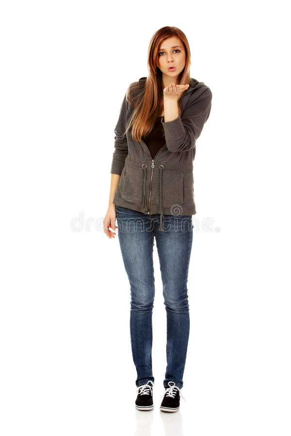 Femme adolescente envoyant un baiser photo stock