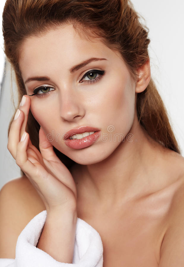 Femme adulte avec la peau de santé du visage photo stock