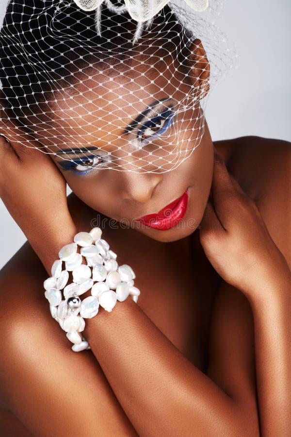 Femme africain avec le réseau blanc photographie stock libre de droits