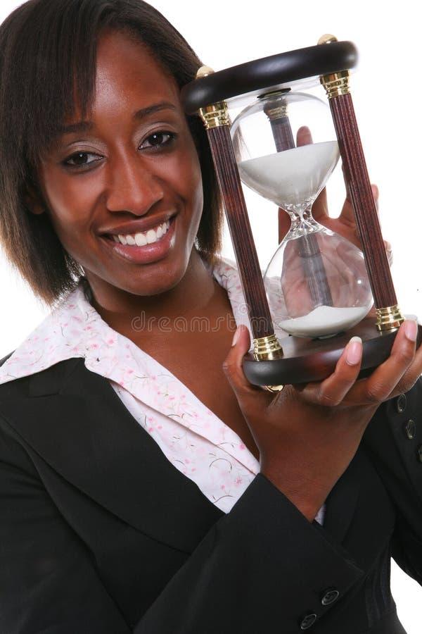 Femme africain avec le sablier photographie stock