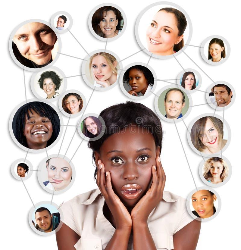 Femme africaine d'affaires d'Amercian et réseau social illustration stock
