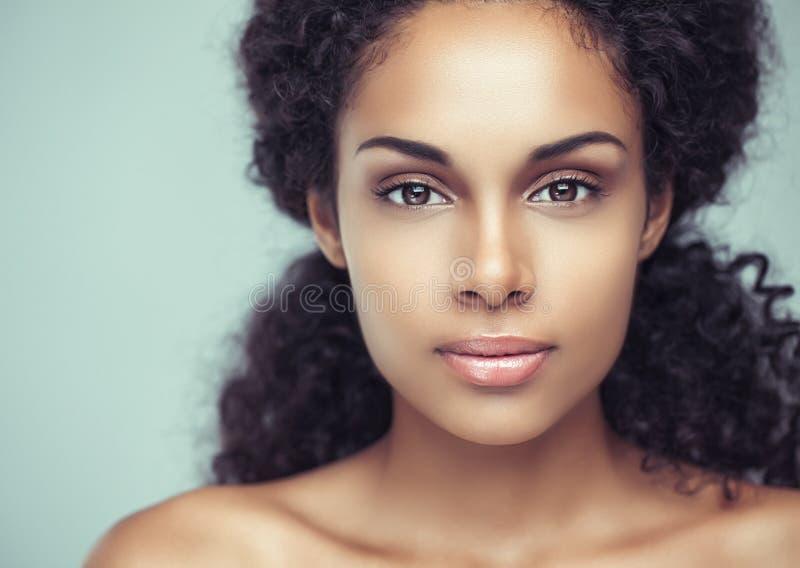 Femme africaine sensuelle photos libres de droits