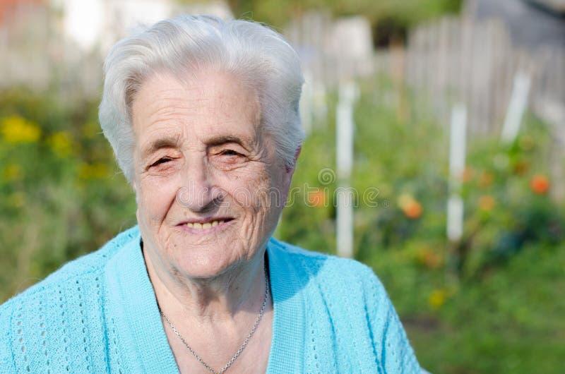 Femme agée de sourire photographie stock