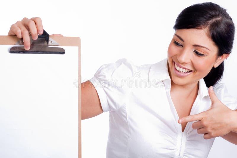 Femme américaine d'affaires dirigeant le panneau de clip blanc photographie stock