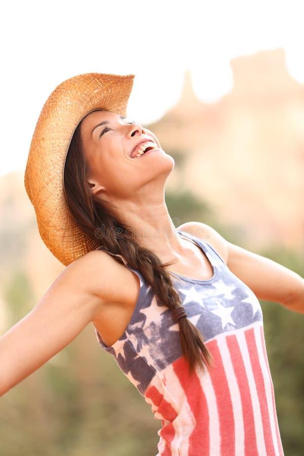 Femme américaine de cow-girl libre et heureuse photo libre de droits