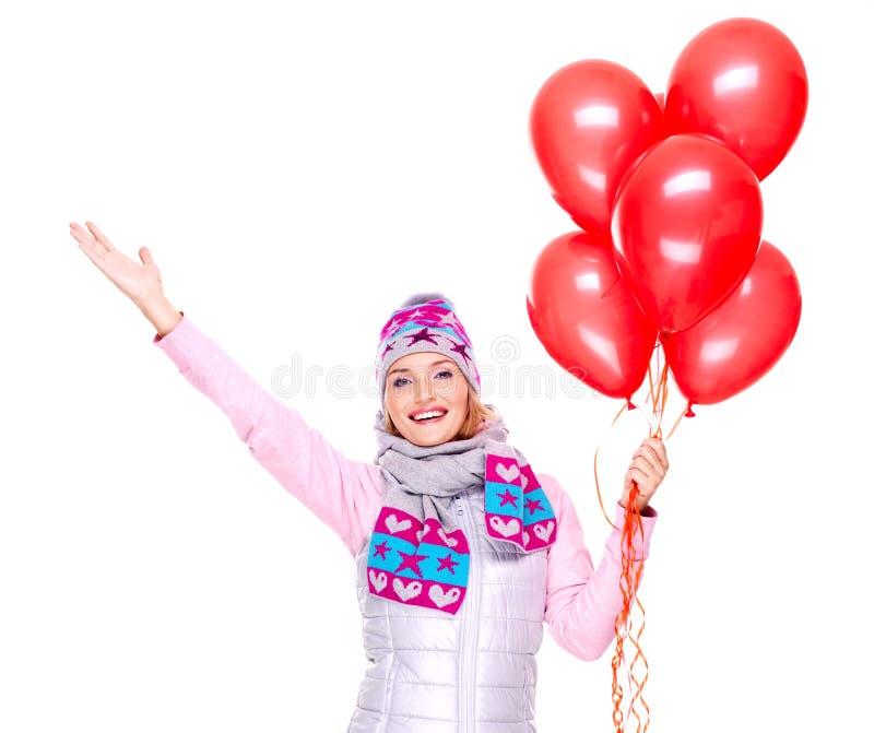 Femme américaine heureuse avec le boîte-cadeau et les ballons rouges image libre de droits