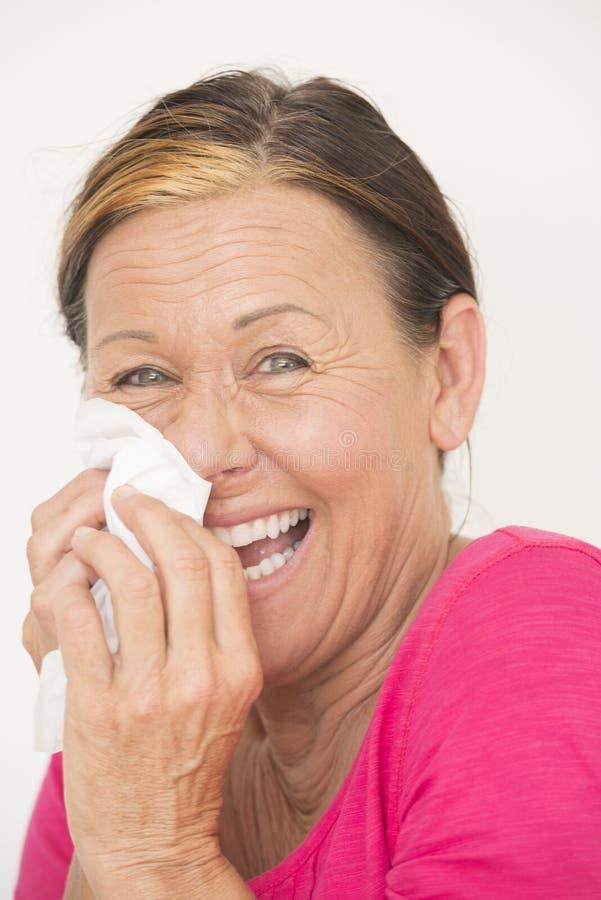 Femme amicale heureuse avec le tissu image stock