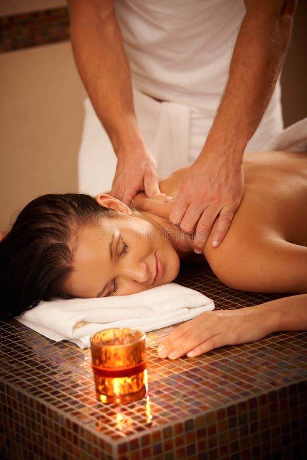 Femme Appréciant Le Massage Photo libre de droits