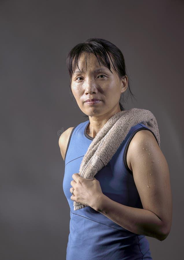 Femme après séance d'entraînement photographie stock libre de droits