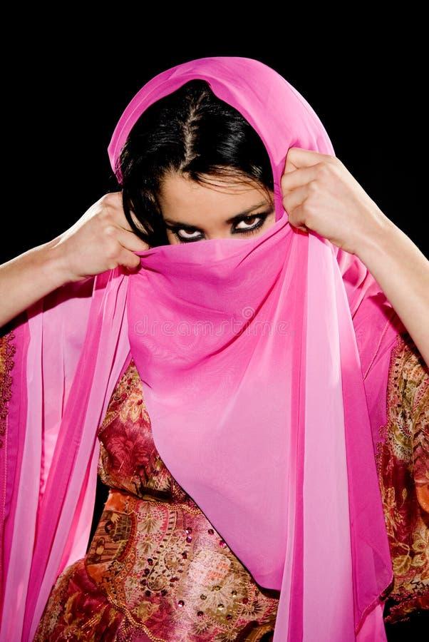 Download Femme Arabe photo stock. Image du oeil, languettes, magnifique - 8654632