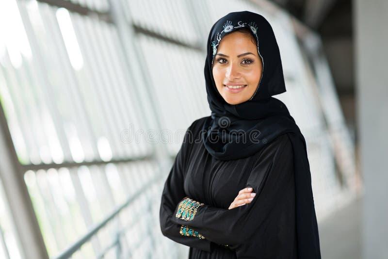 Femme arabe moderne image stock