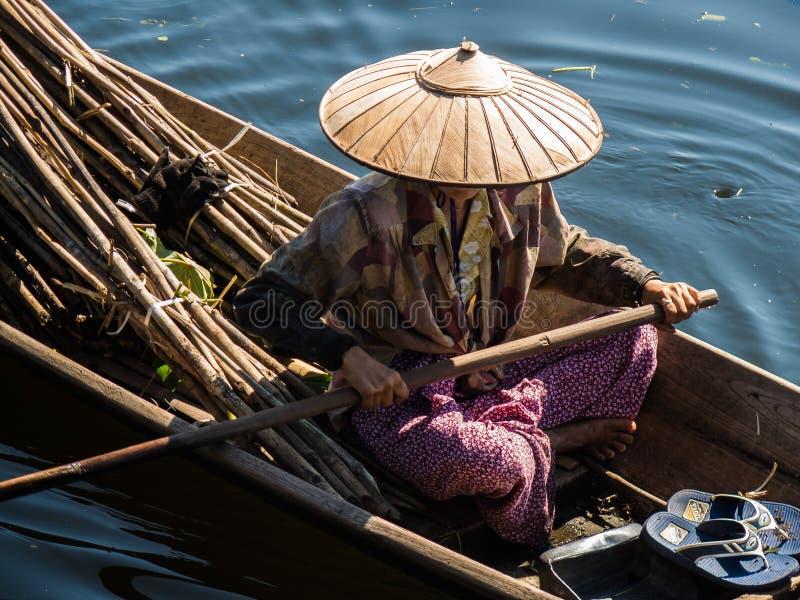 Femme asiatique photographie stock libre de droits