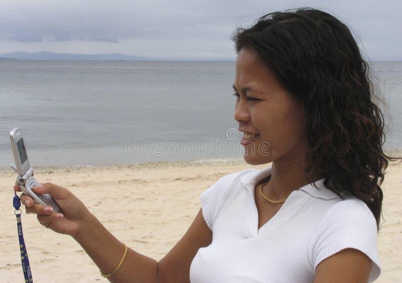 Femme asiatique au téléphone 5 images stock