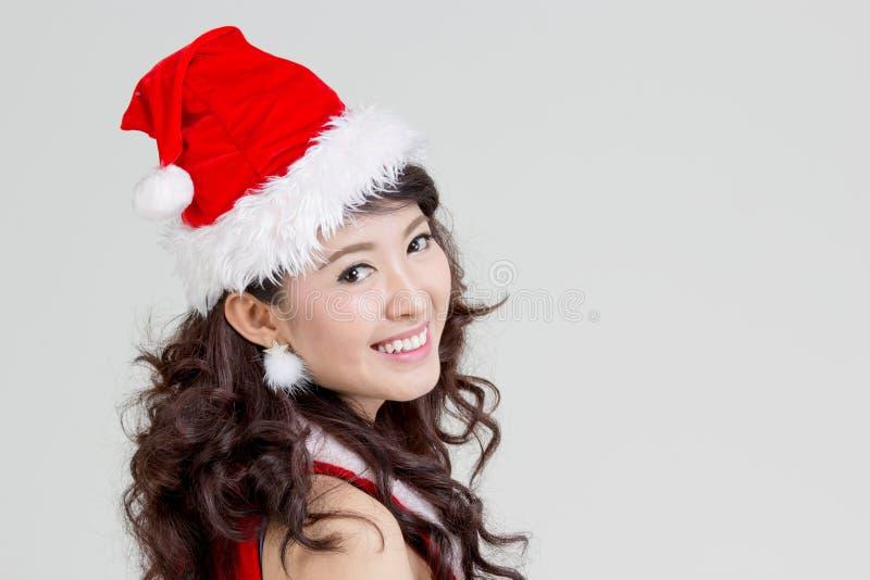 Femme asiatique avec la robe de Santa photographie stock