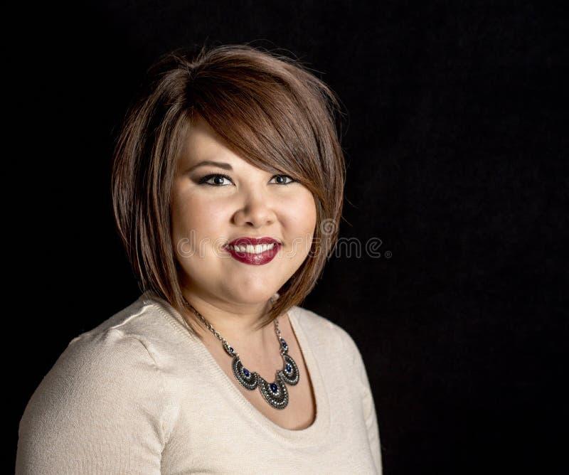 Femme asiatique avec le studio professionnel S de cheveux et de maquillage images libres de droits